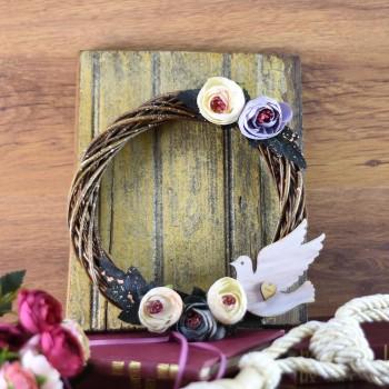 Διακοσμητικό στεφάνι χειροποίητο με λουλούδια & περιστέρι