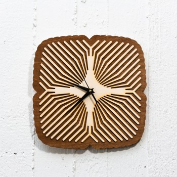 Wooden clock ilusion